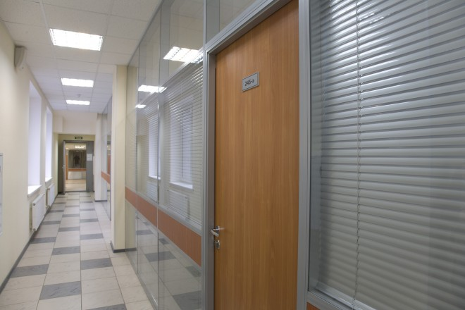 коридор между корпусами
