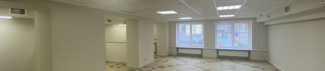 Просторный офис с кабинетной планировкой