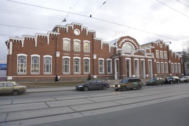 Кирпичный фасад со стороны Кондратьевского проспекта